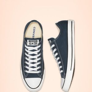 Navy/denim blue converse unisex sneaker used